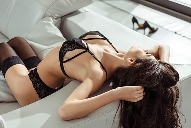 Femme sexy en lingerie.